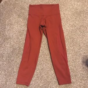Old Navy Active Elevate legging with mesh siding.